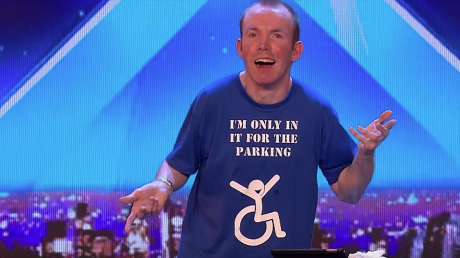 Lee Ridley wearing shirt saying