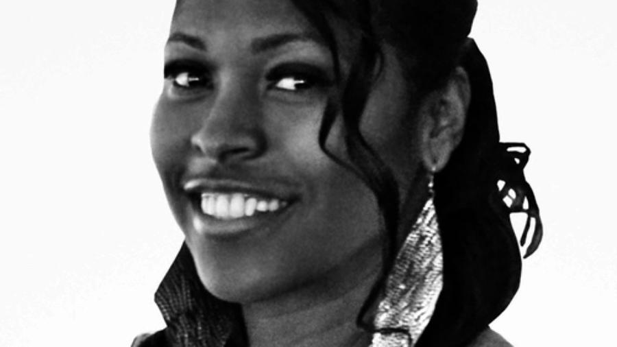 La'Rina Carolina headshot smiling