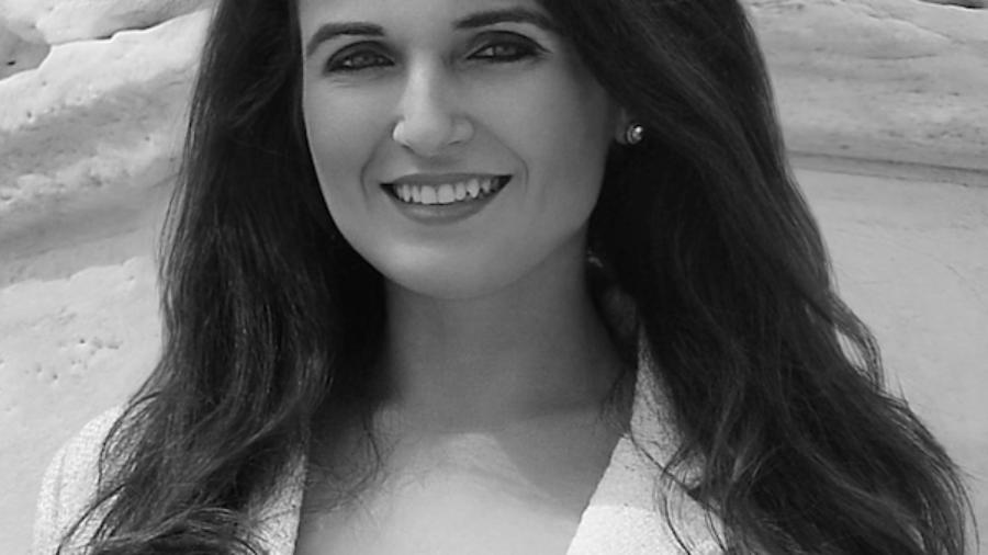 Taylor Ragano smiling headshot